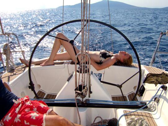 Frau auf Boot
